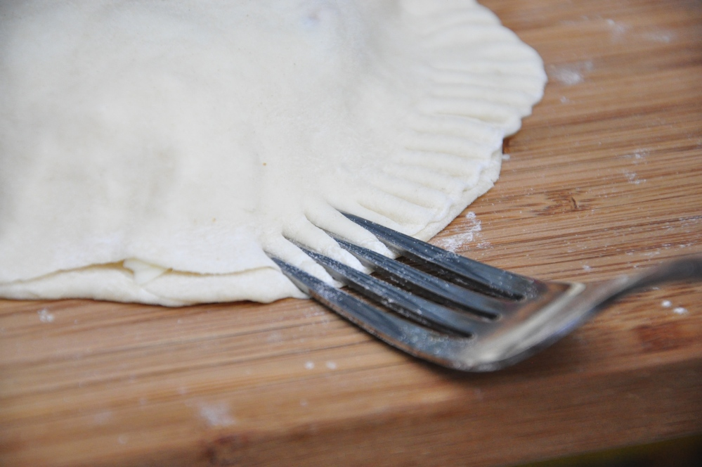 Calzone fork press