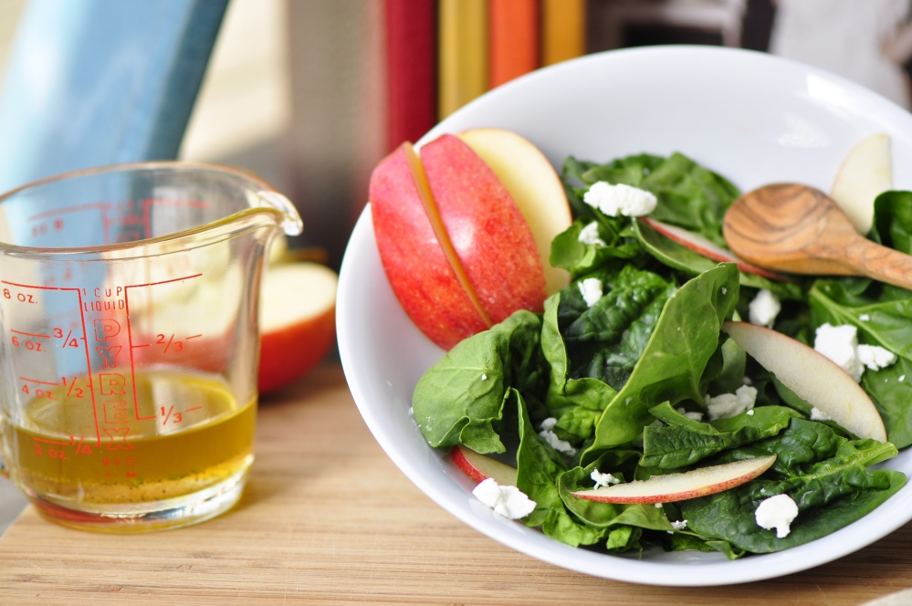 Apple, goat cheese and spinach salad