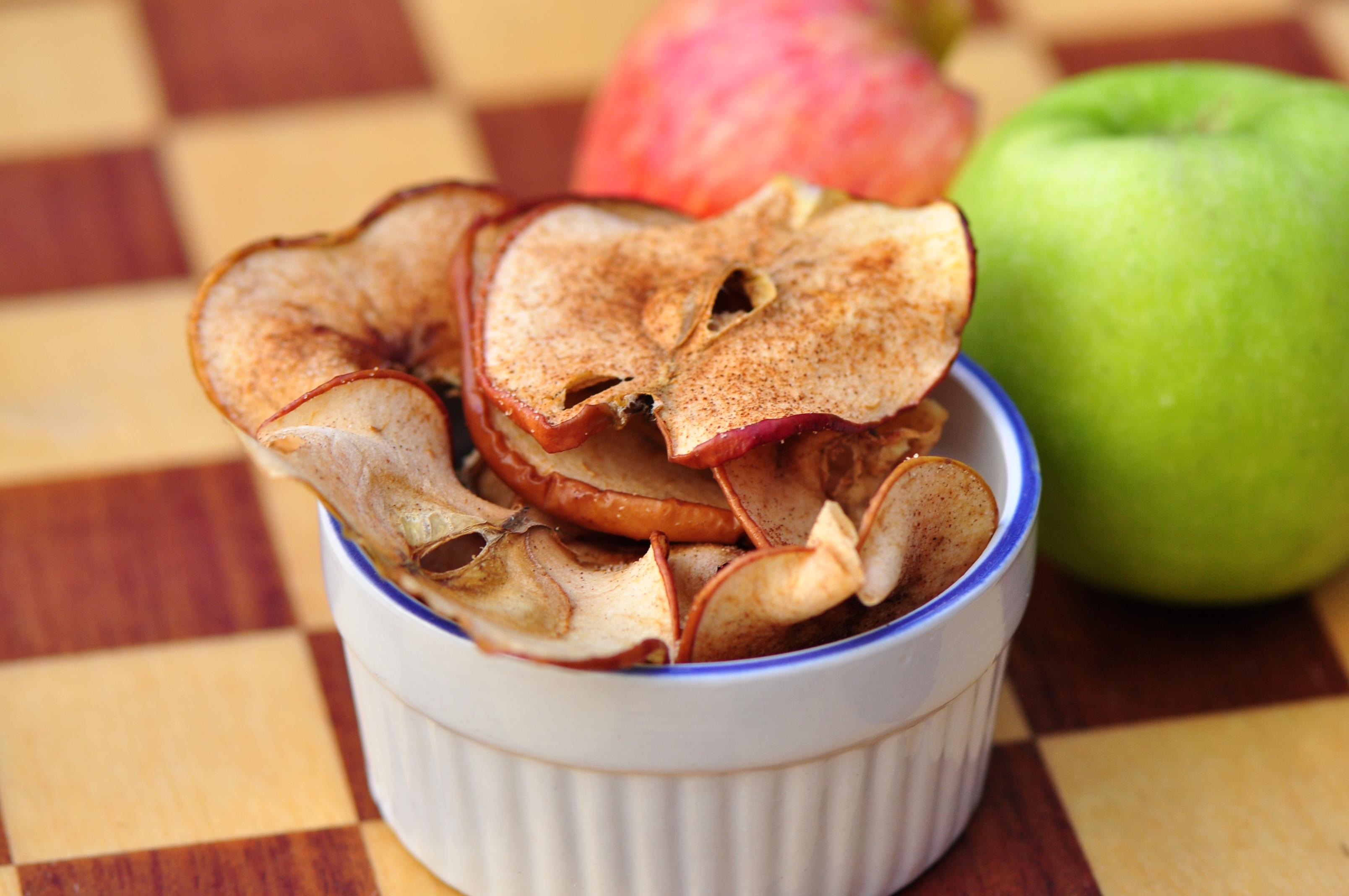 Baked Cinnamon Apple Chips – the vegetarian ginger
