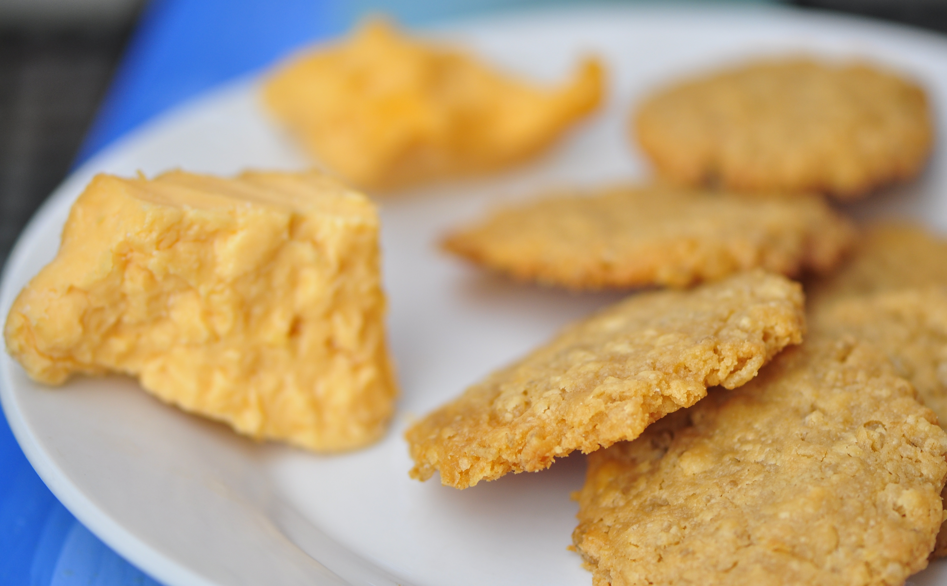 Crisped Rice Cheese Wafers | the vegetarian ginger